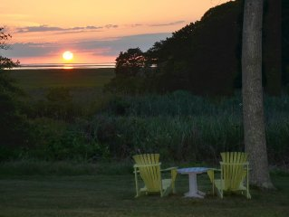 LAST WK IN AUG OPEN-Renovated 3BD 2BA Kayaks,Bikes,Nature Trail, Sunsets in yard