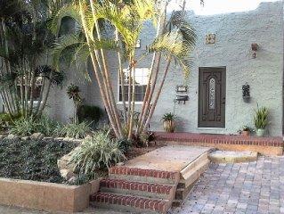 Stay Riverside in Historic Valencia, in a unique, romantic chalet!