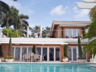 PARADISE ON AN ISLAND IN THE MIDDLE OF MIAMI! OFFERS BEST WATERVIEWS IN MIAMI!