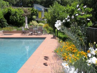 Sara's Oasis Elegant country home large heated pool, spa sunny redwood views