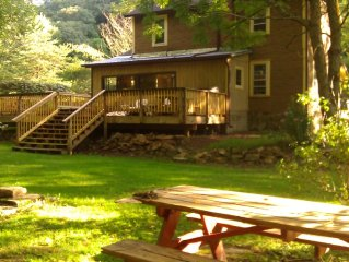 Creekside Country Home Minutes from Downtown