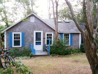 Charming & cozy Wellfleet cottage on quiet road 3/4 mile to beach.