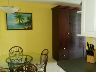 Lovely Studio Apartment on the shore of Coral Beach-Grand Bahama Island