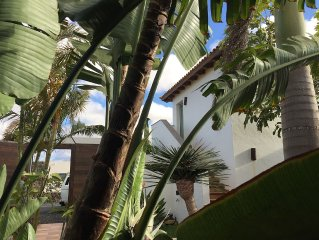 GORGEOUS VILLA VOLCANO-15people-Heated Swimming Pool-WiFi-Breathtaking Views