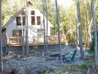 Wooded Cottage in Town with Ocean View,walking to Marina, Restraunts