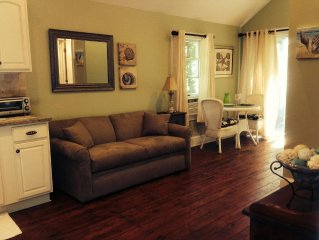 SOUTHOLD COTTAGE - Newly Fully-Renovated One-Bedroom Cottage