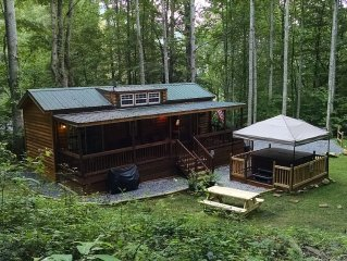 Private Mountain Cabin With Loft/Hot Tub/Stream and pet friendly