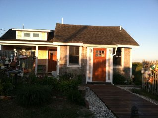 WATERFRONT COTTAGE WITH PRIVATE  BEACH!  Free WiFi, gas grill, outdoor shower...