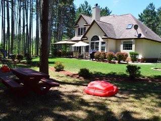 Private and Peaceful Retreat - Newer Home just a short walk off Castle Rock Lake