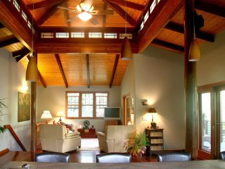 Zen-style tropical luxury home with gourmet kitchen -private and romantic