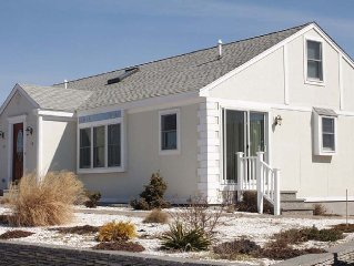 Pet Friendly Home Across From Beach. Enjoy All The Cape Has To Offer!