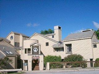 3 Bedroom, 3 Bath Condo at Fox Hollow Village w/ Mountain View