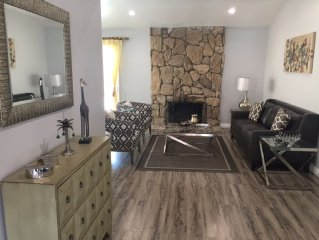 Stunning, Newly Remodeled, Pool-house (4 Bedroom And 2 Bath), 16 Miles To Disney