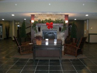 Fernie Condo W. Indoor Pool, Steam Room and Outdoor Hot Tub 5 Mins To Ski Hills