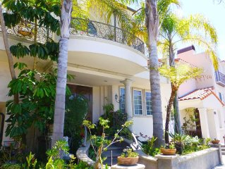 Spacious Contemporary Style Lower Guest Apartment, Private Entry, Walk To Beach!