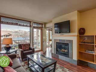 2 Bedroom Condo with Lake and Moutain Views by Sa