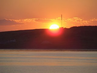New  Beachfront  Post+beam Cottage, Amazing Sunsets and Just Off Cabot Trail