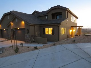 ENJOY RENTING THIS BEAUTIFUL 4 BDR TOWNHOME ON CORAL CANYON GOLF COURSE