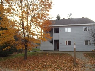 Sugarloaf Snowbrook Condo, great location, ski in/out, free pool & shuttle acc.