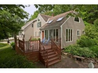 Walk to town, beach, perkins cove. PRIVATE POOL! Sleeps up to 11