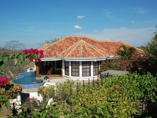 Guesthouse on Top of the World w/amazing ocean views, private pool, and spacious