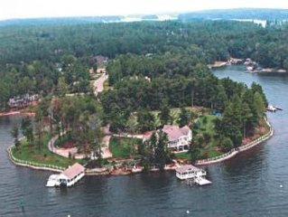 Lake Norman's Most Spectacular and Private Retreat (2+ acres) - No weddings
