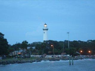Best Location on the Island!!!! - 2 Blocks from Pier & Village