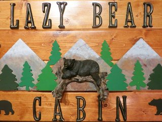 Beautiful, Relaxing, Vacation At The Lazy Bear Cabin. 5 minutes from Storyland.