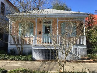 Cozy Cottage in Historic District! 3 blocks to dining! 10 min Water Street. WiFi