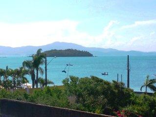 Prático apartamento de 1 qto. na beira da Praia de Canasvieiras - Florianópolis