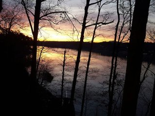 Luxury Lakefront Lodging In A Very Peaceful, Private And Scenic Setting!