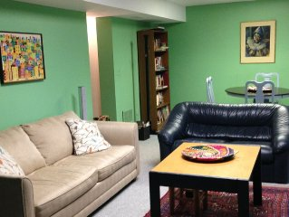Cheerful, comfortable home in green, quiet area 15 min from Washington DC