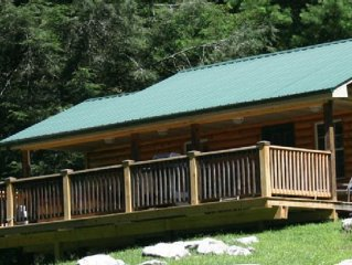 Spectacular Mountain Log Cabin for Outdoorsmen, Sports Fans & Romantic Couples!