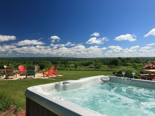 Gorgeous Views, 5 King Bedrooms on Cayuga Wine Trail w/Hot Tub 10 min. to Ithaca