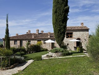 Near S.Gimignano apartment with A/C, WIFI,garden, pool in farm  building