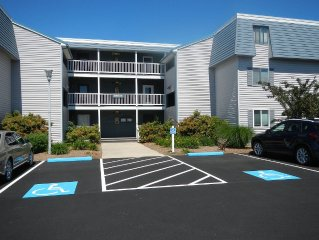 Fabulous Find!! A Great Getaway!2 Bed, 2 Bath Condo! 2.5 Miles To Beach!!!
