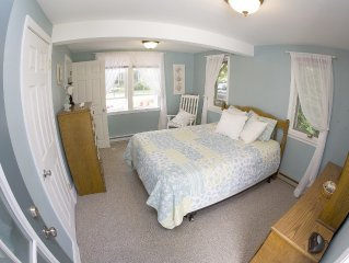 The Pine Point Beach House - Great Location, Walk to Food/Drink, Beautiful Yard