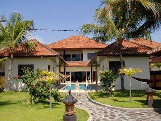3 Bedroom Modern Beachfront Holiday Villa in North Bali near Lovina