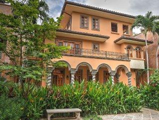 Luxury 3 br/3.5 bath villa by ocean nearby restaurants,attractions, all amenitie