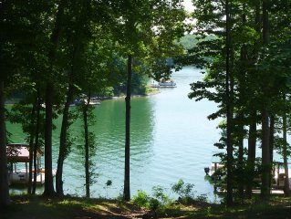 Lakeside Retreat Quiet Cove Complete Renovation, Wi-Fi, Hot Tub, Dogs Allowed