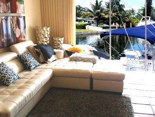 Beautiful Ocean Access by Canal Private TownHouse