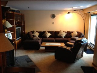 Deluxe 4 Br Condo at  Mt. Green resort w/ Health Spa and Pool across from slopes