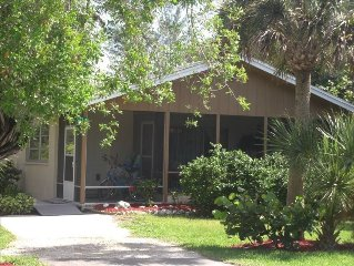 2 Bedroom Cottage Sanibel Island Two Blocks from Beach-Great!!