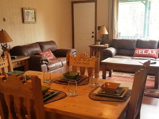 Enjoy the Upper Canyon! Super clean and cozy, WiFi, Hot Tub, Smart TV, Gas Grill