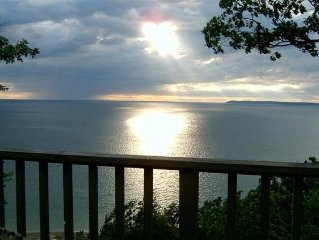 Homestead Condo - Beautiful view of Lk Mich &  So. Manitau Island- A/C & interne
