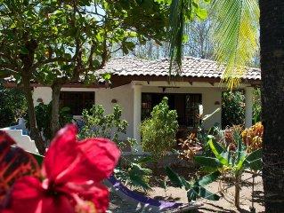 Beautiful Casa Mambo; beach/pool/bicycles/surf/wi-fi/maids/cable-tv/ac