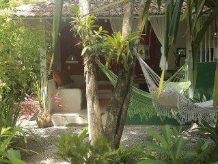 Casa 2 quartos plantada em ensolarado jardim