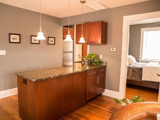 3BR Penthouse In Historic Downtown W/Free WiFi, Walking Distance To Restaurants