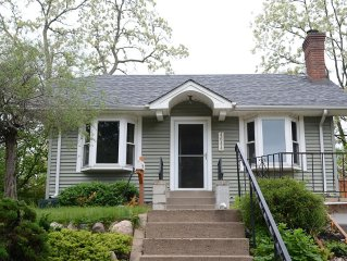 Cozy Linden Hills Cottage Walking Distance From Lake Harriet