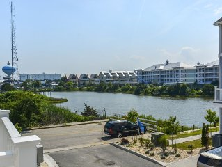 Brand New! 4-Br Bayside Townhome, Water and Pool View, Beach 1 block,  Free WiFi